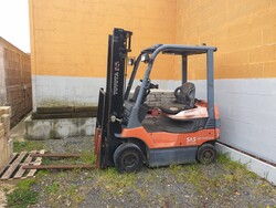 Toyota forklift - Lot 2 (Auction 6102)