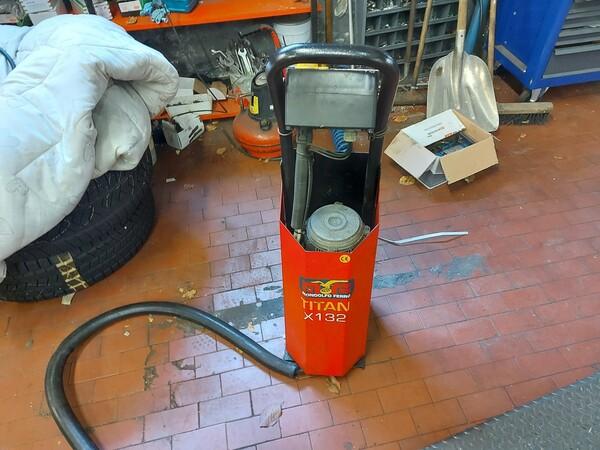 1#6107 Attrezzature da officina e gomme Michelin in vendita - foto 76