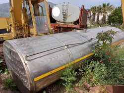 Steel tank and metal body - Lot 12 (Auction 6125)