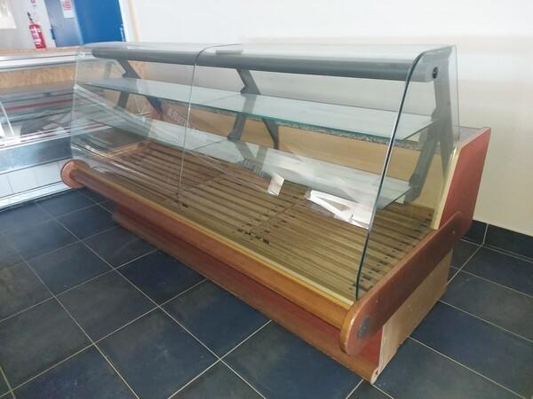 12#6126 Banchi e vetrina in vendita - foto 1