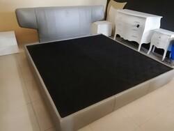 Tonino Lamborghini leather bed - Lot 11 (Auction 6128)