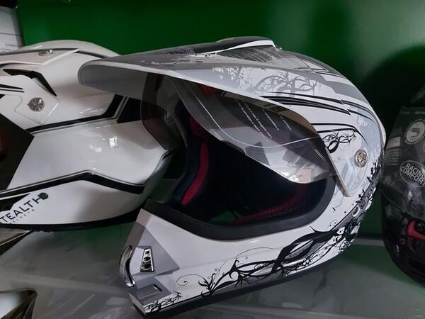 3#6138 Caschi per moto scooter e motocross in vendita - foto 1