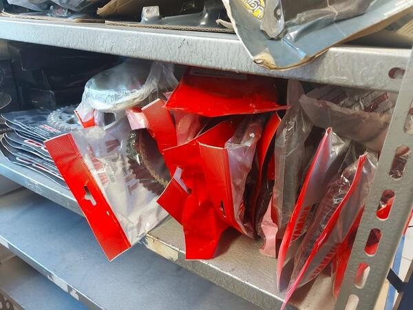4#6138 Ricambi e accessori per moto Ferodo e Yamaha in vendita - foto 167