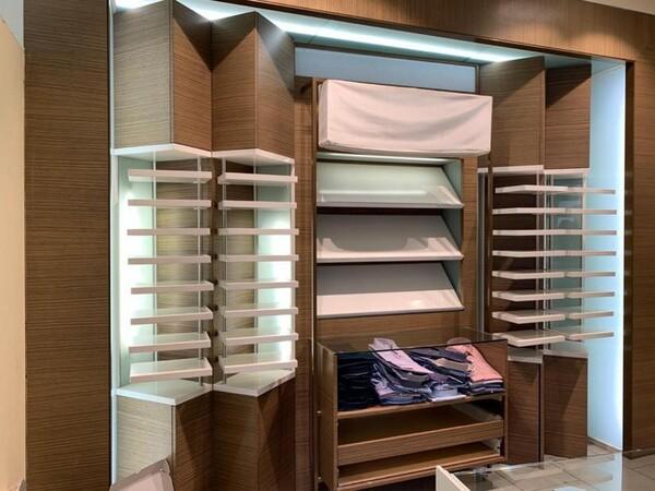 9#6145 Arredi ed attrezzature da negozio di abbigliamento in vendita - foto 1