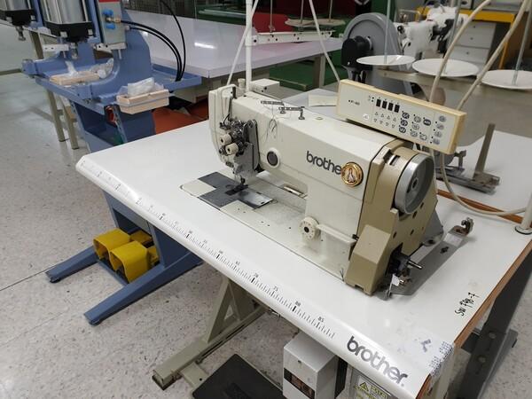 3#6164 Macchine da cucire e per le confezioni tessili in vendita - foto 1