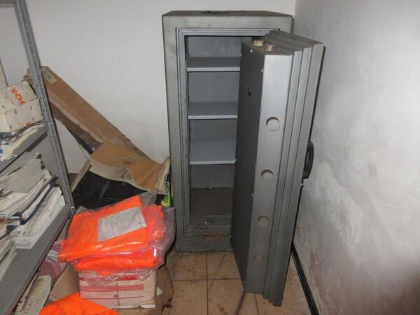 16#6166 Arredi e attrezzature da ufficio in vendita - foto 34