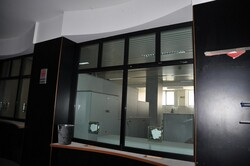 Reception window with armored glass and office furniture - Lot 0 (Auction 6172)