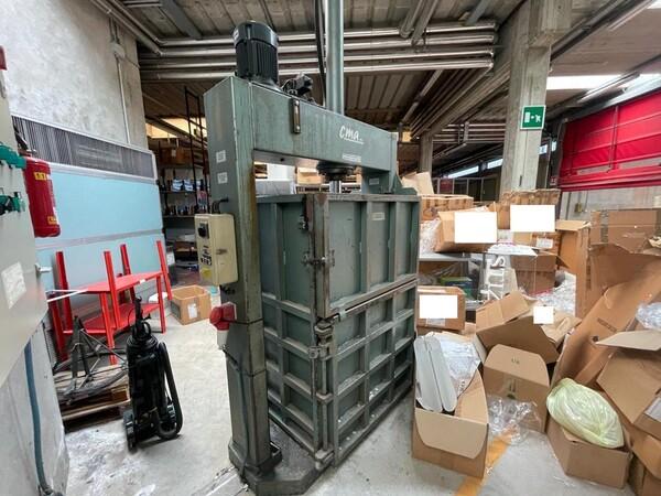 10#6196 Attrezzatura da officina e pressa per rifiuti in vendita - foto 9