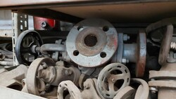 Valves and flanges - Lot 42 (Auction 6222)