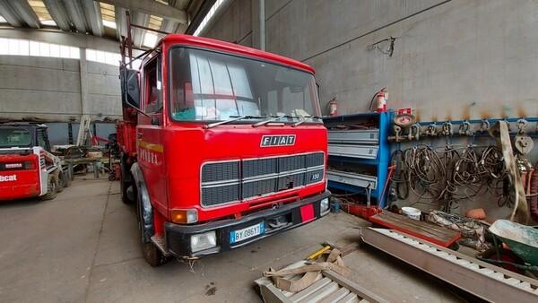 45#6222 Autocarro Fiat 130 in vendita - foto 1