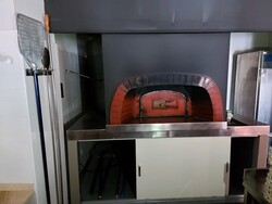 Furniture and equipment for pizzeria and restaurant - Lot 1 (Auction 6249)