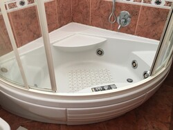 Whirlpool hot tub and home furnishings - Lote 1 (Subasta 6254)