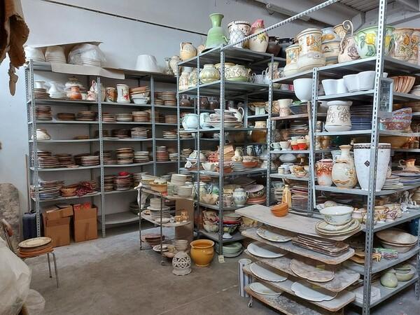 1#6283 Prodotti finiti in ceramica e scaffalature in vendita - foto 1