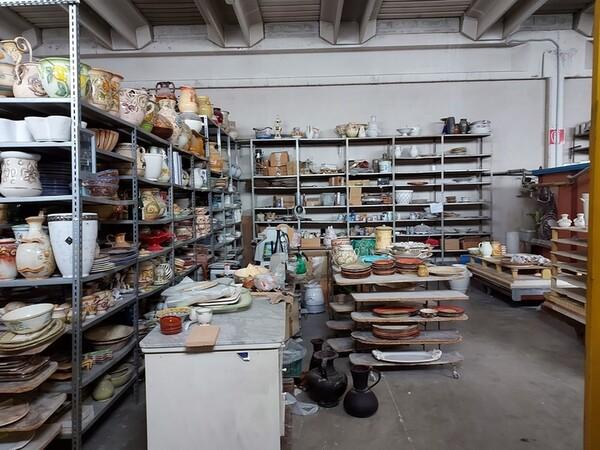 1#6283 Prodotti finiti in ceramica e scaffalature in vendita - foto 2