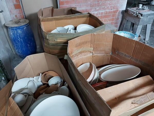 1#6283 Prodotti finiti in ceramica e scaffalature in vendita - foto 7