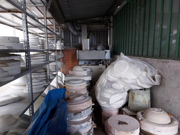 1#6283 Prodotti finiti in ceramica e scaffalature in vendita - foto 9