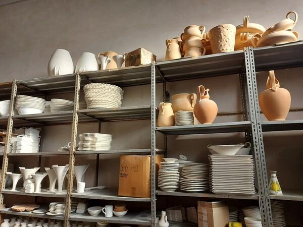 1#6283 Prodotti finiti in ceramica e scaffalature in vendita - foto 65