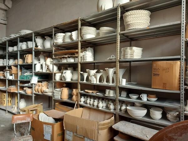 1#6283 Prodotti finiti in ceramica e scaffalature in vendita - foto 66