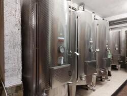 Bevande alcoliche e macchinari per la produzione alcolici