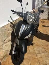 Piaggio Beverly 350 scooter - Lot 3 (Auction 6369)