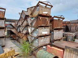 Buckets and forks for cranes - Lot 30999 (Auction 6400)