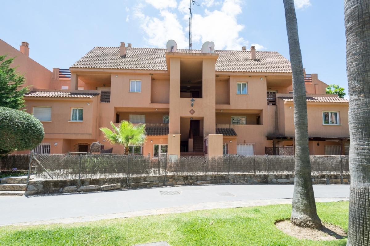 Venta de casas y pisos en CASARES Málaga