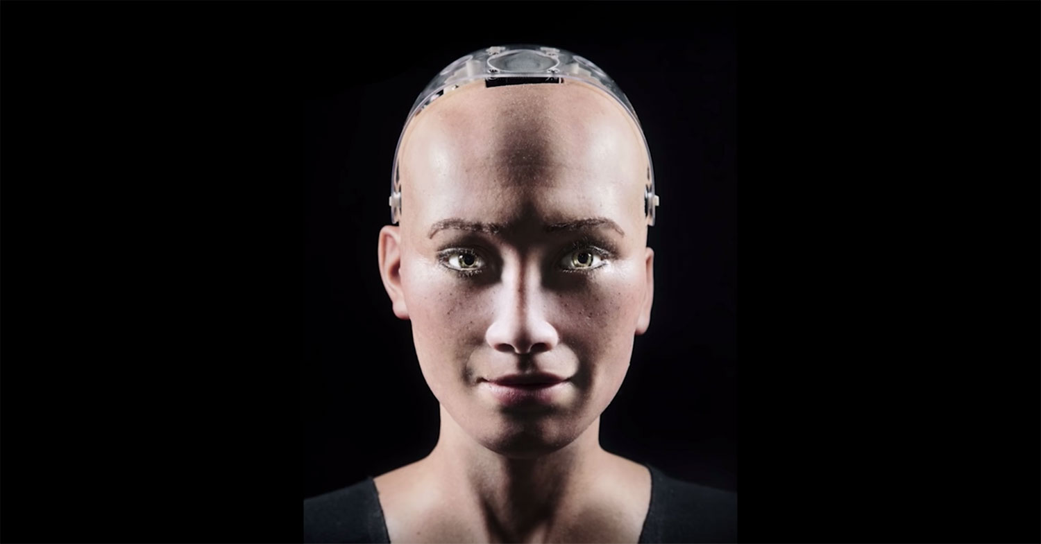 VIDEO: Photographing Sophia –The Humanoid Robot