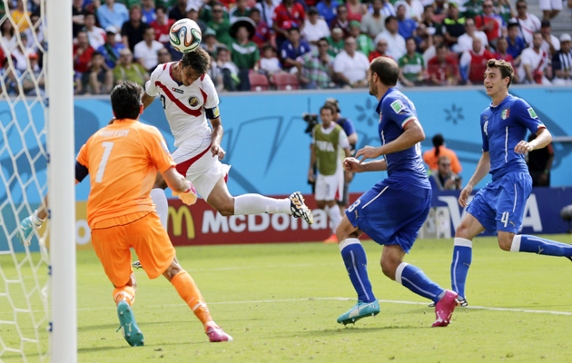 Bryan Ruiz scores against Italy