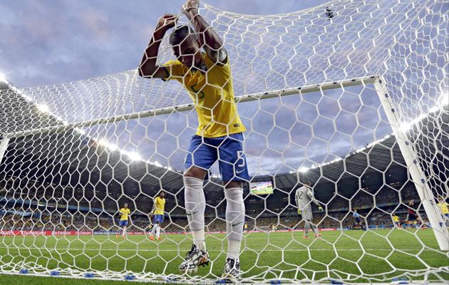 Fernandinho-in-the-net