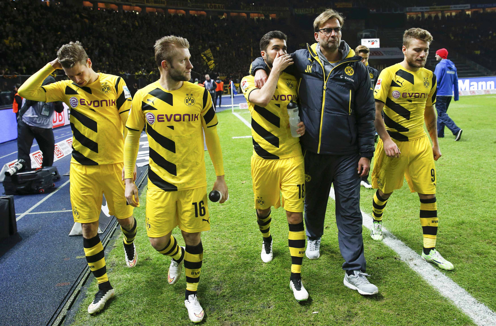 Dortmund's coach Klopp comforts team players after their German first division Bundesliga soccer match against Hertha Berlin in Berlin