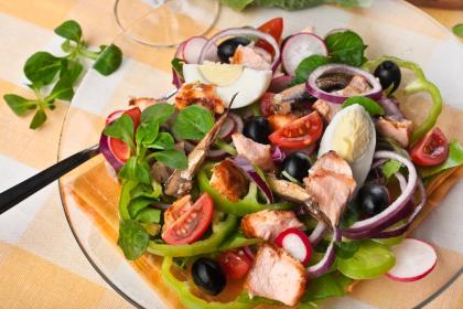Le Coq Au Vin Salade Nicoise