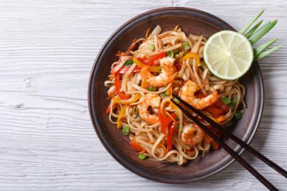 Kwitiaow Phad Thai (Thai-Fried Noodles And Sauce)
