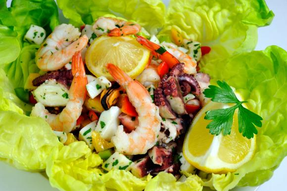 Blue Cheese And Walnut Salad With Prawns