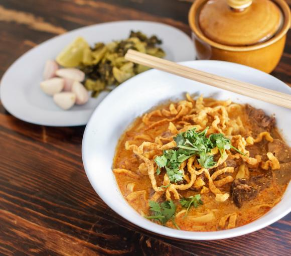 Thai Vegetable Noodle Curry (Gueyteow Pak)