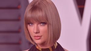Taylor Swift: la cantante ha mandato un regalo a una coppia di fan per il loro matrimonio