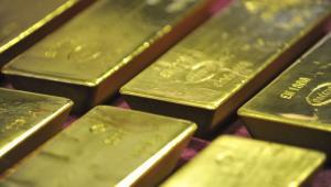 Il prezzo dell'oro sale e si alza superando prezzo più alto in quasi otto anni