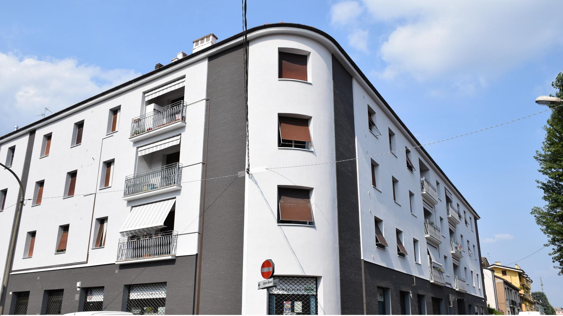 Riqualificazione energetica di un edificio a Lissone con cappotto meccanico e finiture speciali
