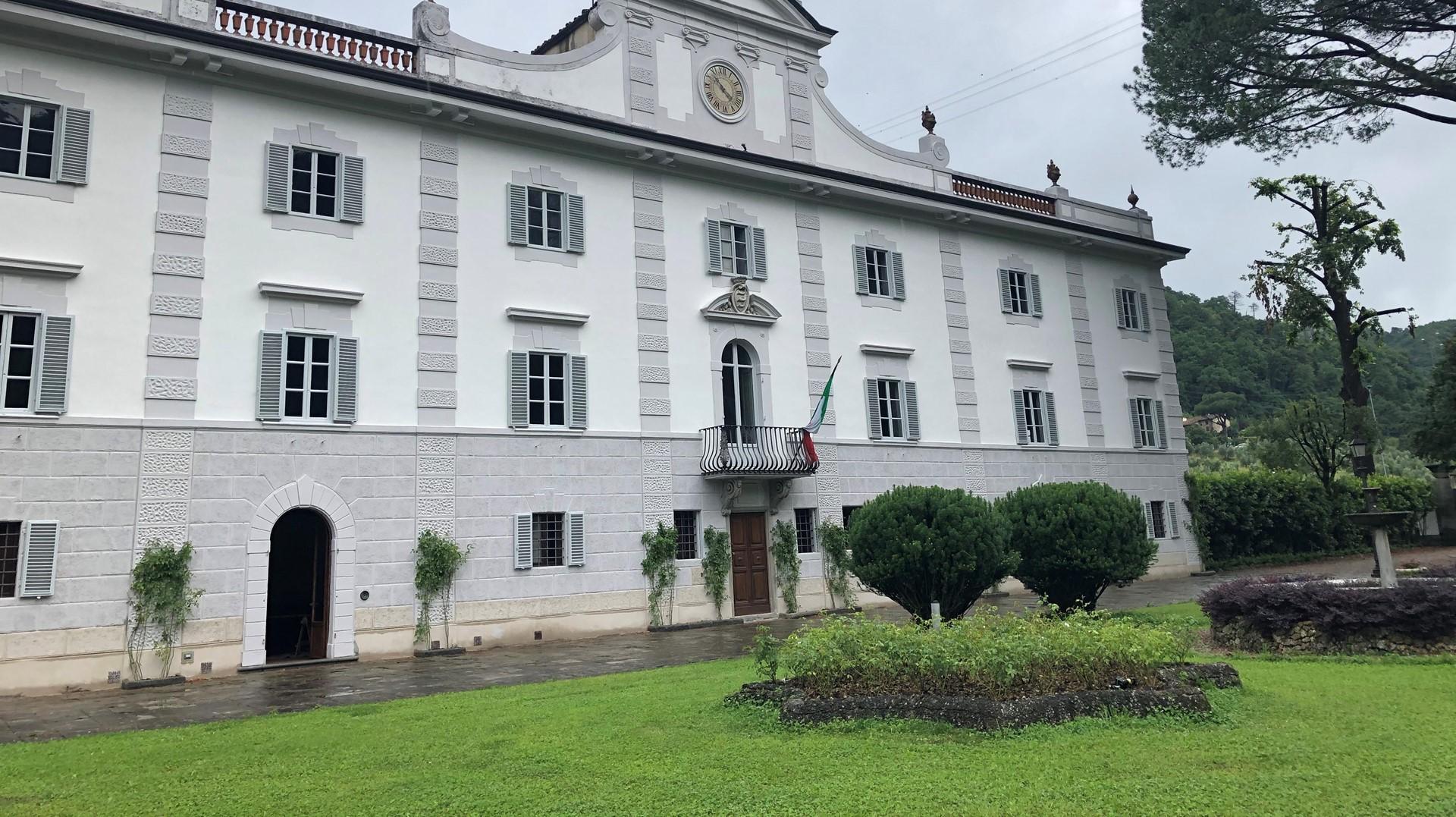 Intervento di manutenzione con finiture minerali per la storica Villa Guicciardini a Usella (PO)