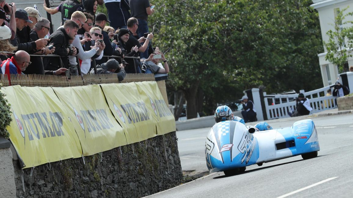 HOLDEN/CAIN TOP THE SIDECAR BOARDS