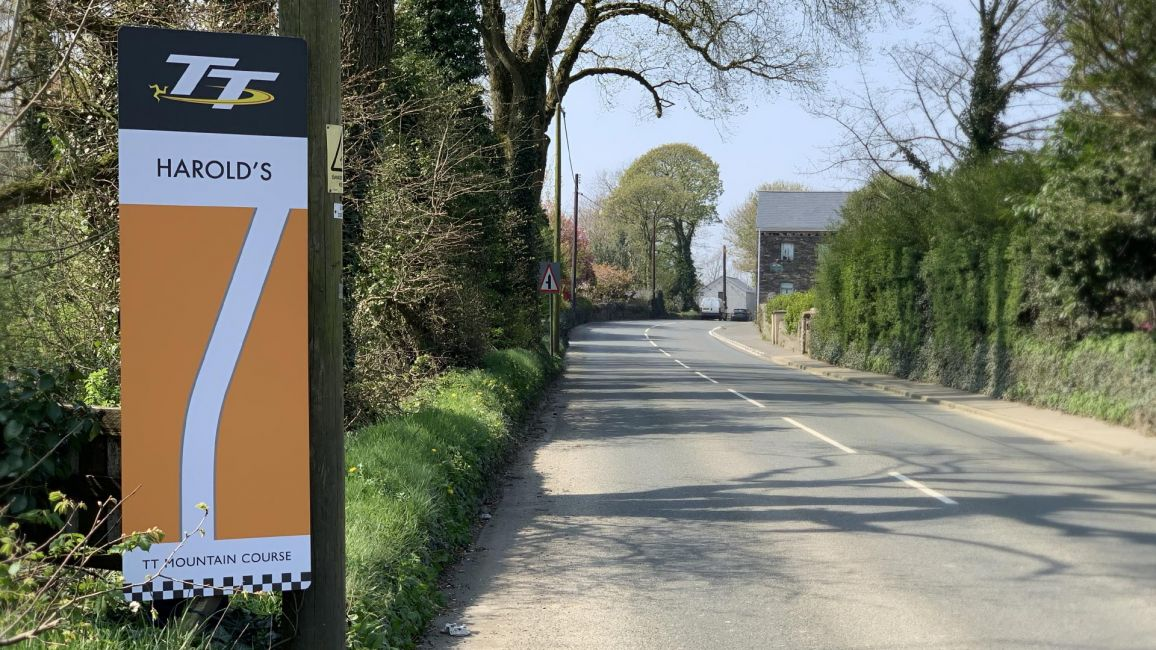 New TT Sign To Honour Harold Leece's Hospitality at Gorse Lea