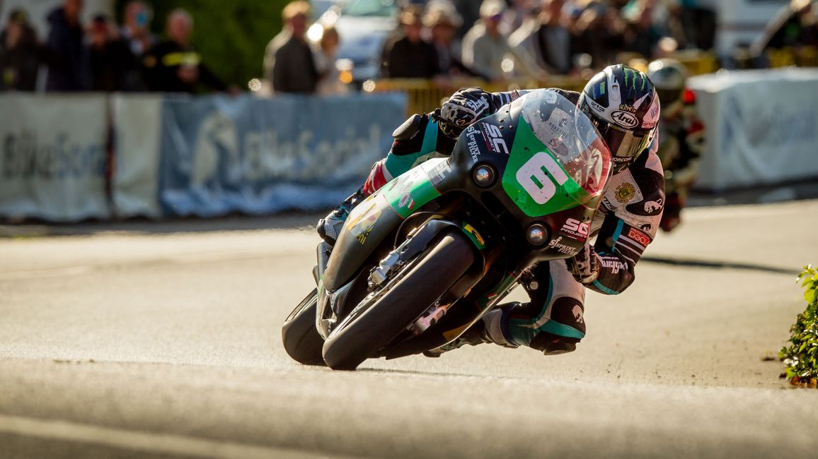 DUNLOP TAKES 19TH TT VICTORY IN BENNETTS LIGHTWEIGHT
