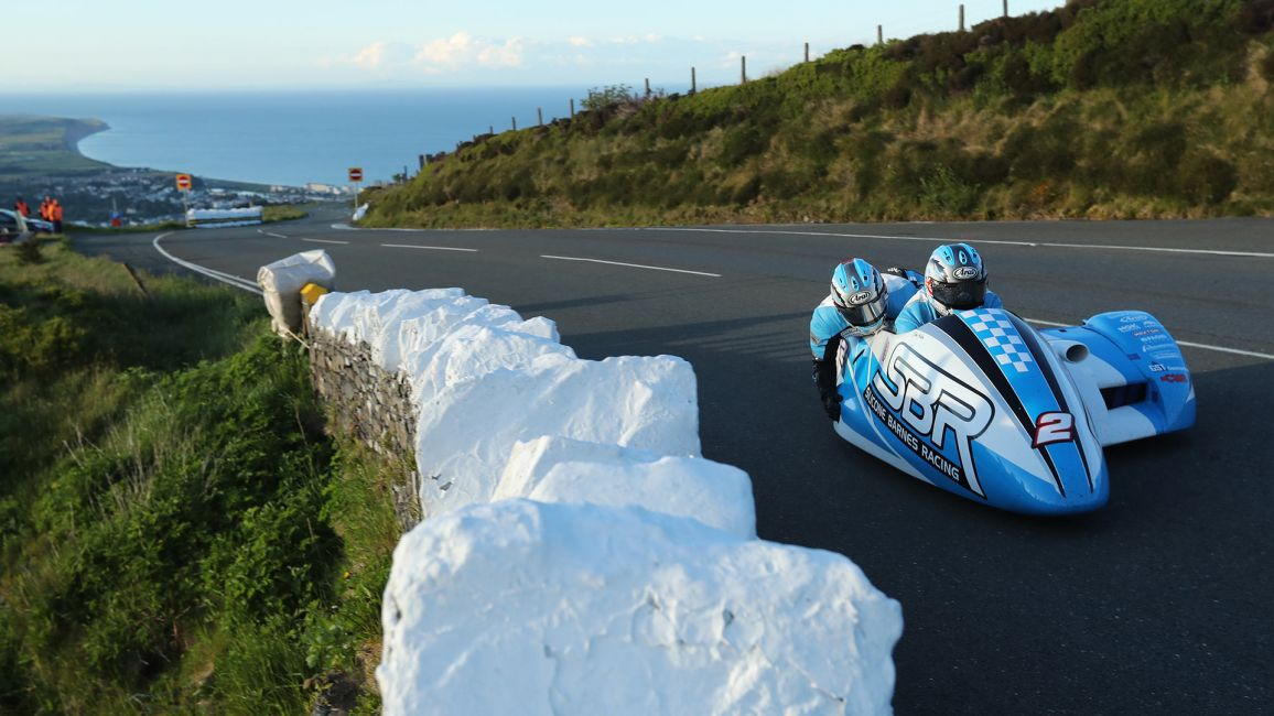 HOLDEN AND CAIN LEAD OPENING SIDECAR QUALIFYING