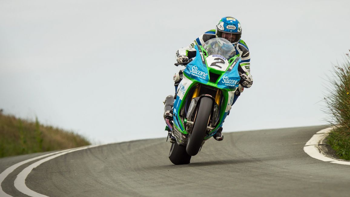 HARRISON WINS DRAMATIC DUNLOP SENIOR TT RACE