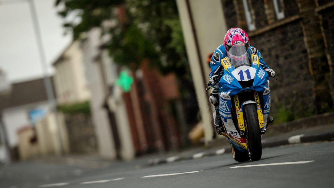 LEE JOHNSTON SECURES FIRST TT RACE WIN IN RAIN AFFECTED MONSTER ENERGY SUPERSPORT TT RACE 1