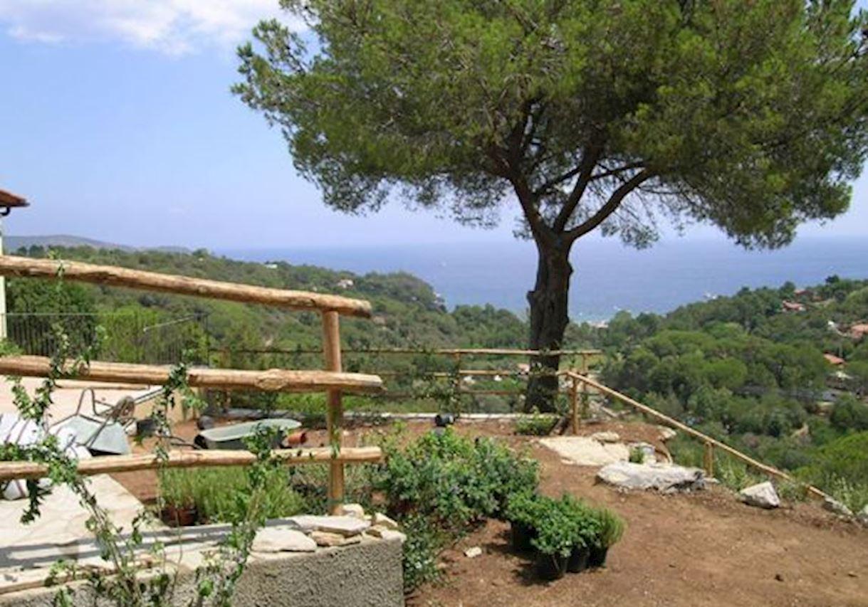 villa cavaliere feriehuse og ferielejligheder i capoliveri nyd det fantastiske landskab. Black Bedroom Furniture Sets. Home Design Ideas