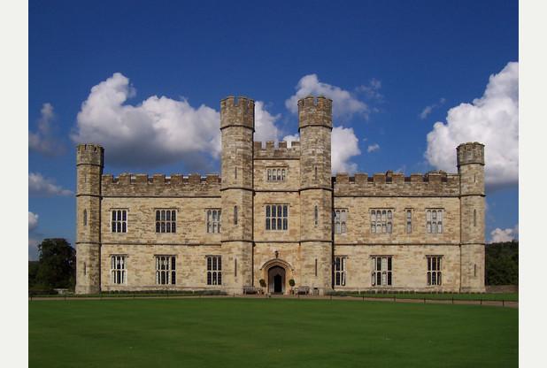 Leeds_Castle_-2004a-