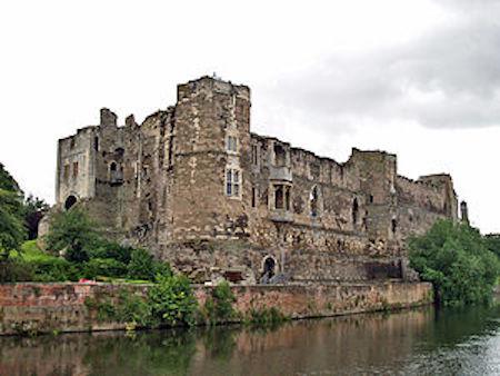 Newark_Castle-_2008
