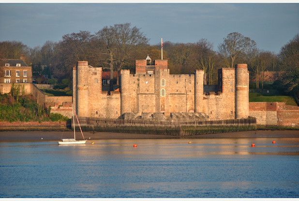 Upnor_Castle-_Kent_riverside_view