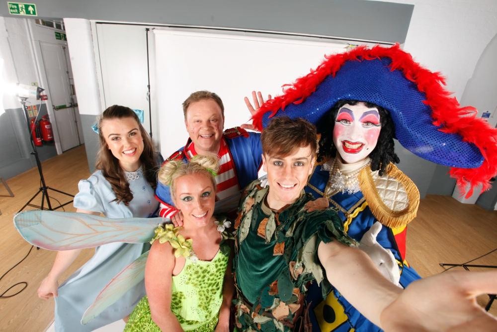 Miss Christmas Cast.The Great Big Berkshire Pantomime Guide The Best Christmas