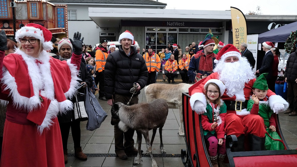 Woodley-Winter-Extravaganza.-Santa-s-parade-with-Reindeer